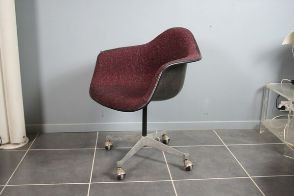 Bordeaux Office Armchair by Charles Ray Eames for Herman Miller