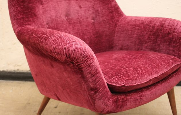 Italian Burgundy Armchairs, 1950s, Set of 2 for sale at Pamono