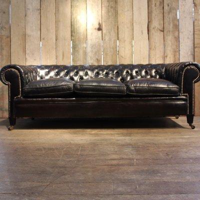 Divano Chesterfield vintage in pelle nera in vendita su Pamono