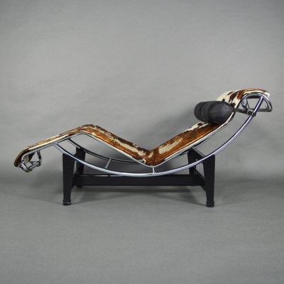 le kardiel brownwhite chaise corbusier gravity brown cowhide white lounge