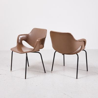 Merveilleux Vintage Side Chair In Leatherette 2