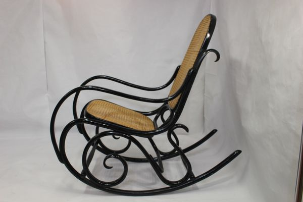 Delightful Model No.10 Rocking Chair By Michael Thonet, 1930s 3