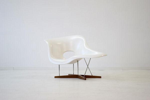 Vintage La Chaise von Eames für Vitra bei Pamono kaufen