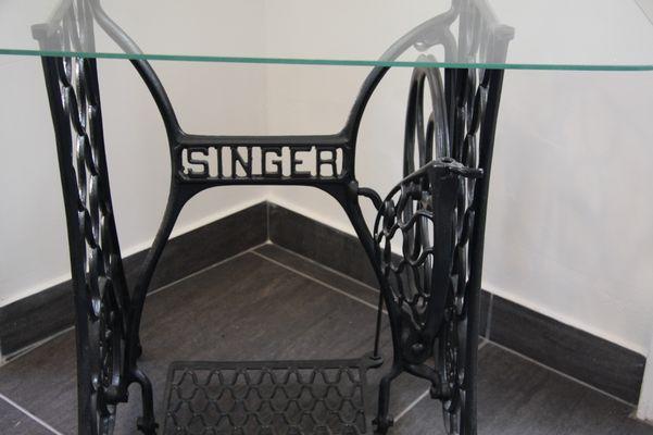 Nähmaschinentisch vintage nähmaschinen tisch mit platte aus glas singer bei pamono
