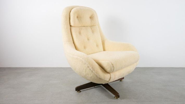 Merveilleux Mid Century Reclining Egg Chair 2