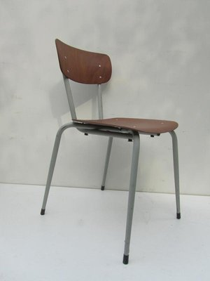 https://cdn10.pamono.com/p/g/e/a/ea0113.original/vintage-industrial-stackable-school-chair-1960s.jpg