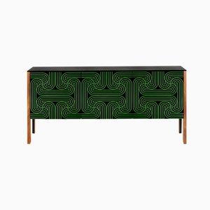 Credenza verde con motivi geometrici e tre ante di Coucou Manou