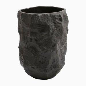 Hohe Vase aus Schwarzem Basalt aus der Crockery Serie von Max Lamb für 1882 Ltd