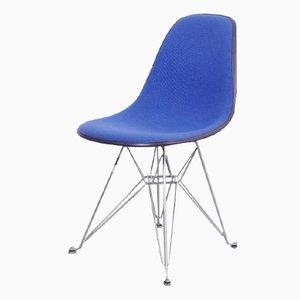 Schwarzer Fiberglas Stuhl mit Blauem Bezug von Charles & Ray Eames für Herman Miller, 1970er