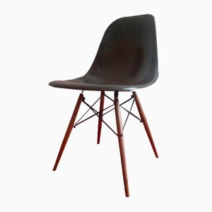 DSW Dining Chair by Charles & Ray Eames for Herman Miller, 1970
