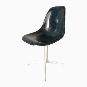 Blauer Beistellstuhl mit La Fonda Fuß von Charles & Ray Eames für Vitra