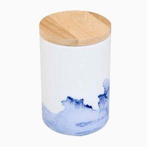 Vaso / tazza in porcellana con coperchio in legno di Anna Badur, 2017