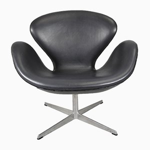 Mid-Century Black Leather Swan Chair by Arne Jacobsen for Fritz Hansen
