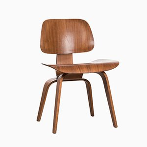 DCW Walnut Plywood Dining Chair by Charles & Ray Eames for Herman Miller, 1952