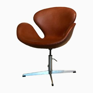 Vintage Leather Swan Chair by Arne Jacobsen for Fritz Hansen