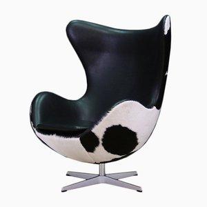 Dänischer Vintage Kuhfell Egg Chair von Arne Jacobsen für Fritz Hansen, 1980er