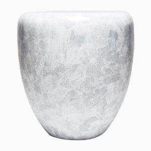 Dot Beistelltisch oder Hocker in Eierschalen Weiß von Reda Amalou