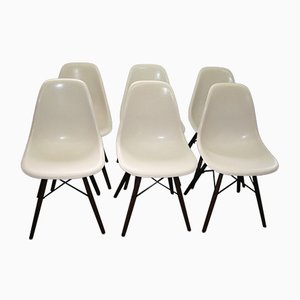 Weiße Vintage DSW Glasfaser Stühle von Charles & Ray Eames für Herman Miller, 6er Set
