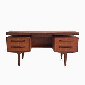 Vintage Schreibtisch aus Teakholz von Victor Wilkins für G-Plan