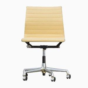 Sedia da ufficio EA118 di Charles & Ray Eames per Herman Miller, anni '70