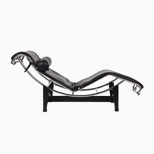 Sillón modelo LC4 vintage de cuero negro de Le Corbusier para Cassina