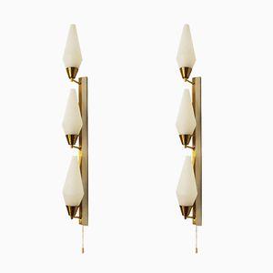 Applique grandi in ottone e vetro opalino, Italia, anni '50, set di 2