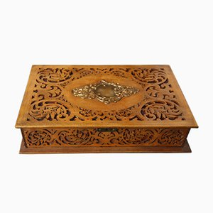 Vintage Kiste aus geschnitztem Holz
