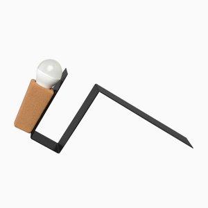 Glint 1 Tischlampe mit schwarzem Gestell und grauem Textilkabel von Mendes Macedo für Galula