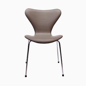 Modell 3107 Seven Stuhl aus hellgrauem Leder von Arne Jacobsen für Fritz Hansen, 1980er