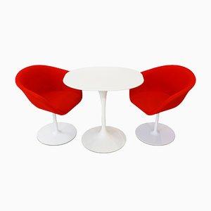 Beistelltisch von Eero Saarinen für Knoll, 2 Stühle von Arper und Teppich, 1980er