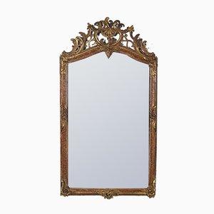 Espejo antiguo con marco de madera tallada
