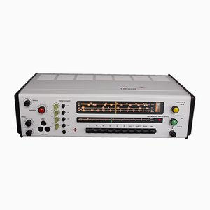 Radio RK88 con altavoces Sensit K20 de Karl Clauss Dietel & Lutz Rudolph para HELI