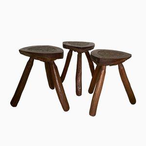 Geschnitzte französische Dreibein Hocker aus Holz, 1950er 3er Set