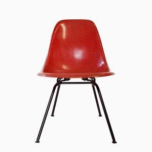 Silla auxiliar baja en rojo de Charles & Ray Eames para Herman Miller, años 60