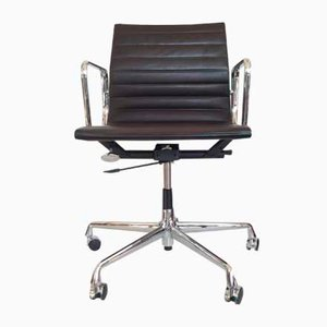 Vintage EA 117 Swivel Chair by Charles & Ray Eames for Herman Miller