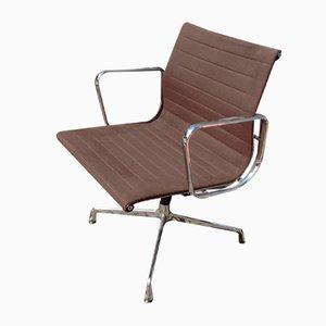 Sedia EA108 in alluminio di Charles Eames per Vitra, anni '60