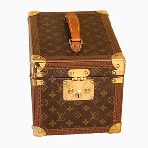 louis vuitton online shop buy vintage trunks at pamono. Black Bedroom Furniture Sets. Home Design Ideas
