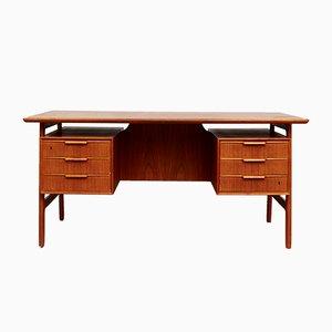 Freistehender Vintage Modell 75 Teak Schreibtisch von Omann Jun