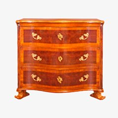Antique Chest of Drawers in Walnut, 1740