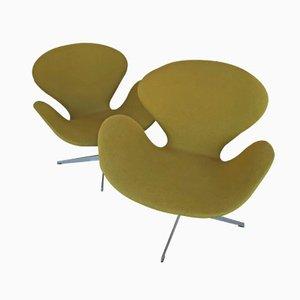 Grüne Swan Chairs von Arne Jacobsen für Fritz Hansen, 1969, 2er Set
