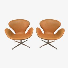 Scandinavian Swan Chairs by Arne Jacobsen for Fritz Hansen, 1962, Set of 2