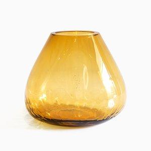 Vase Out of the Cage Ambre par Gala Fernandez
