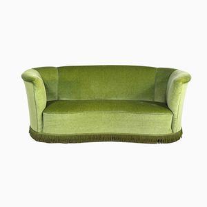 Gebogenes Dänisches Sofa aus Grünem Velours, 1950er