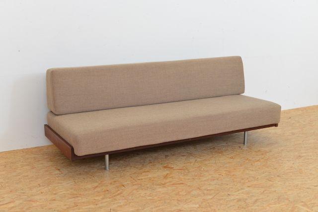 Schlafsofa mit metallrahmen und stoffbezug 1960er bei for Schlafsofa designklassiker