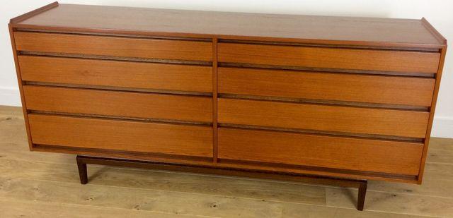 niedrige mid century kommode von ib kofod larsen 1960er bei pamono kaufen. Black Bedroom Furniture Sets. Home Design Ideas