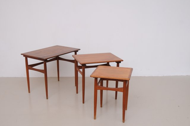 d nische vintage satztische aus braunem teak bei pamono kaufen. Black Bedroom Furniture Sets. Home Design Ideas