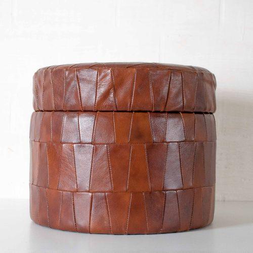vintage leder patchwork pouf bei pamono kaufen. Black Bedroom Furniture Sets. Home Design Ideas