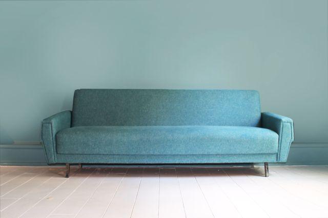d nisches vintage sofa mit umweltvertr glichem bezug bei. Black Bedroom Furniture Sets. Home Design Ideas