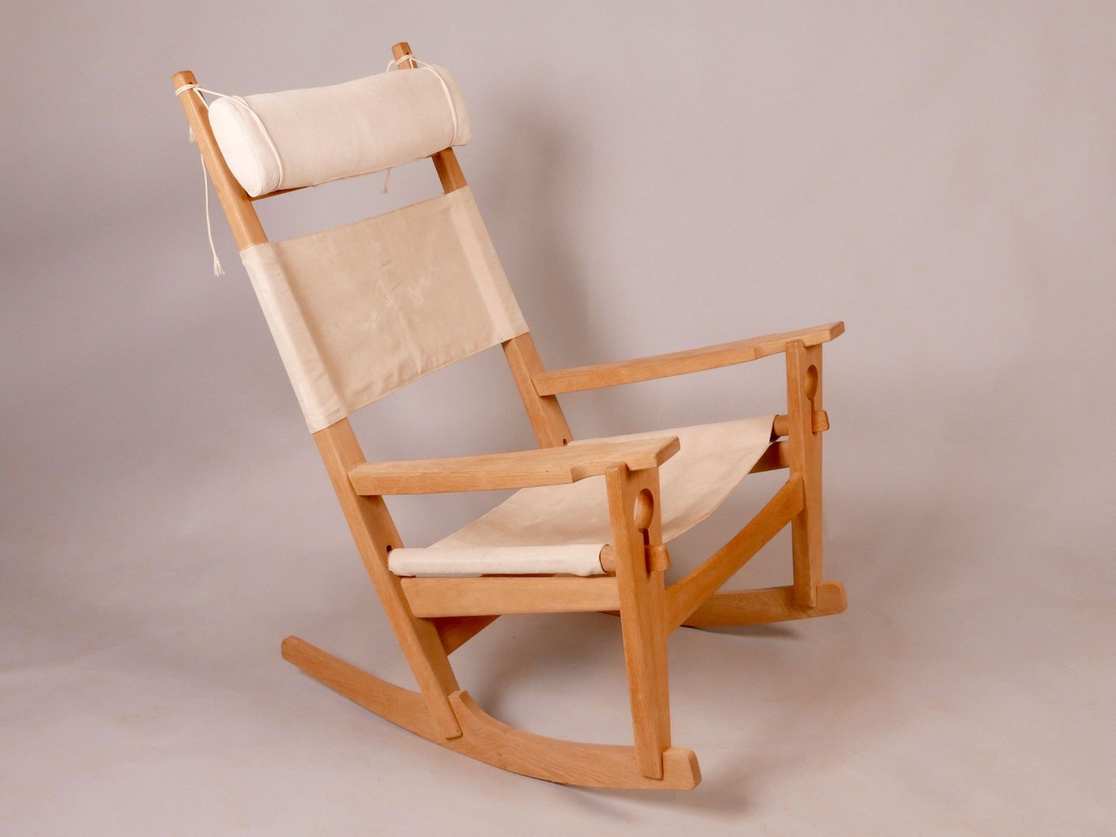 GE 673 Rocking Chair by Hans J Wegner for sale at Pamono