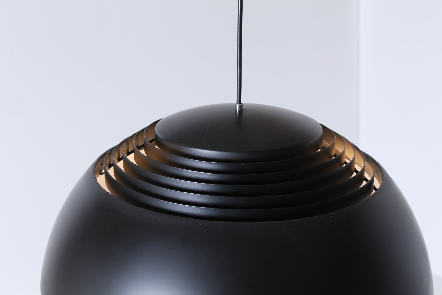 Lampe à Suspension Royal Noire par Arne Jacobsen pour Louis ...